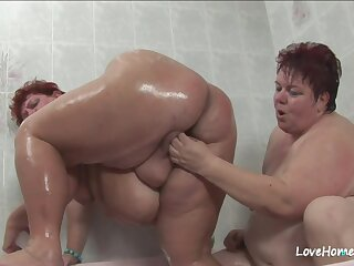 Old fat indulge and her girl in bathtub