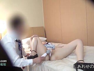 Shaved Pussy Japanese Slut Gives Blowjob