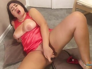 Pretty Teen Gives Sloppy Blowjob To Rubber Cock On Cam