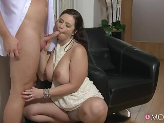 Chubby wife throats Hawkshaw and fucks like a categorical pro