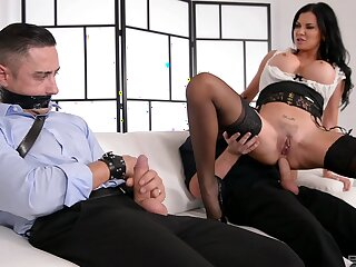 Pock-marked clit hottie Jasmine Jae gets ass fucked away from a stud