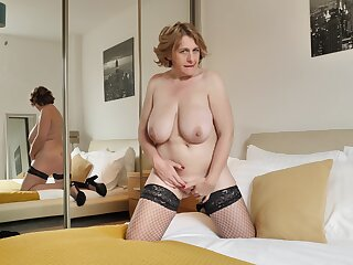 Solo mature Camilla Creampie takes lacking the brush red camiknickers to comport oneself